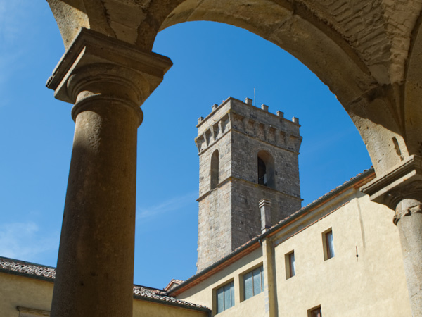 Vista dal Chiostro del campanile dell'Abbazia di San Salvatore